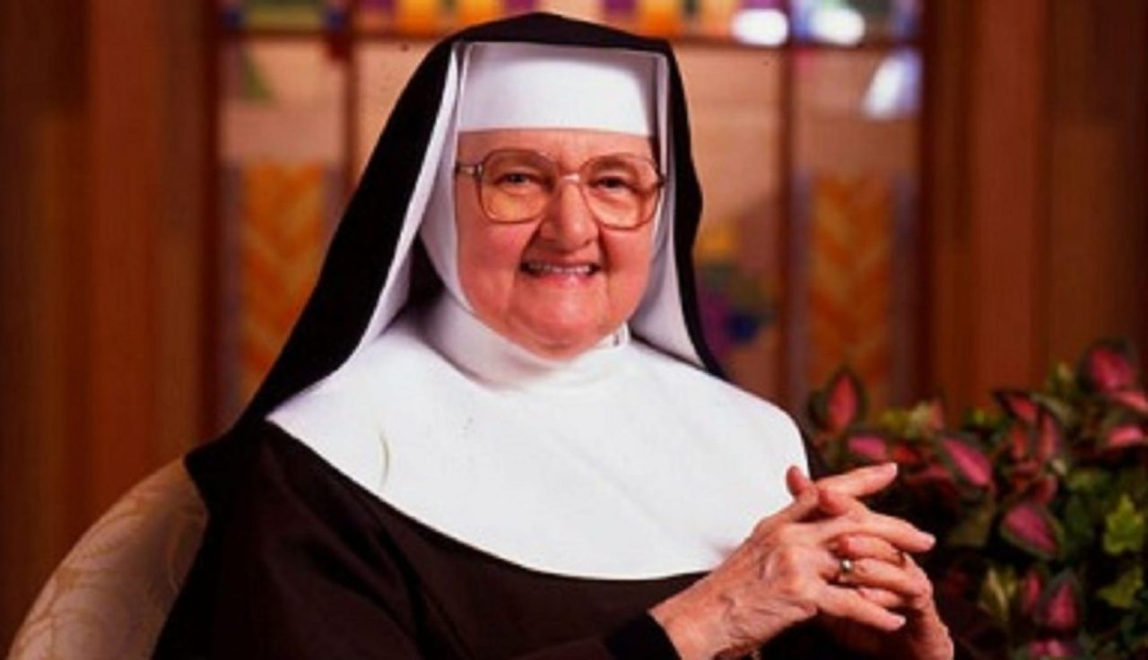 8 Practical Tips from Mother Angelica on Holiness